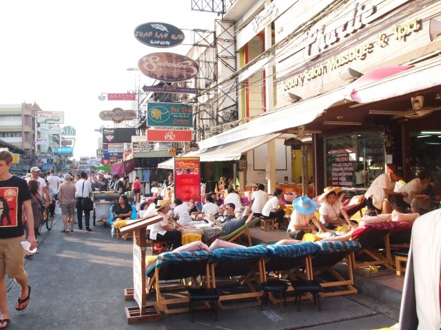 バンコクの大通りの写真
