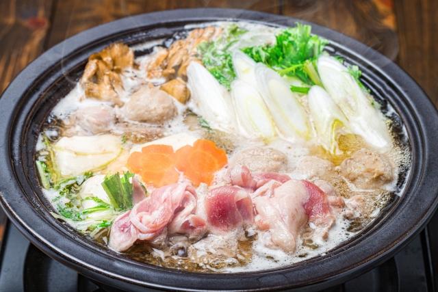 2月はまだまだ寒い季節、旬の食べ物を入れた鍋料理が最適
